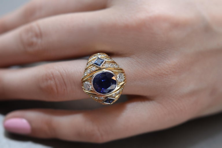 Robin Woolard 3.77 Carat Ceylon Cushion Sapphire Diamond 18 Karat Gold Ring In New Condition For Sale In San Francisco, CA