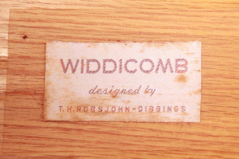Robsjohn-Gibbings for Widdicomb Black Lacquered Nightstands, Newly Refinished For Sale 8