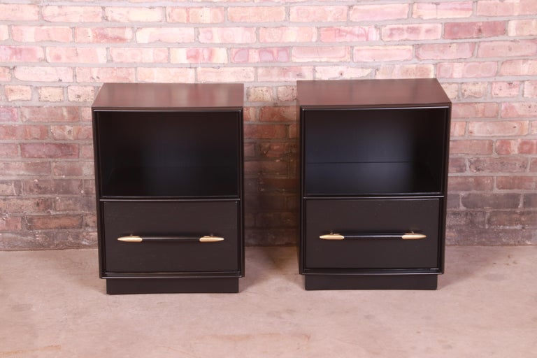 Mid-Century Modern Robsjohn-Gibbings for Widdicomb Black Lacquered Nightstands, Newly Refinished For Sale