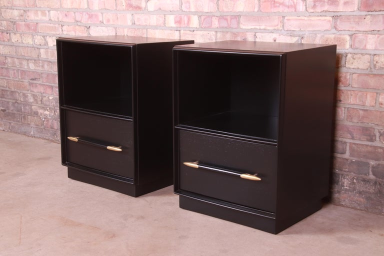 Robsjohn-Gibbings for Widdicomb Black Lacquered Nightstands, Newly Refinished In Good Condition For Sale In South Bend, IN