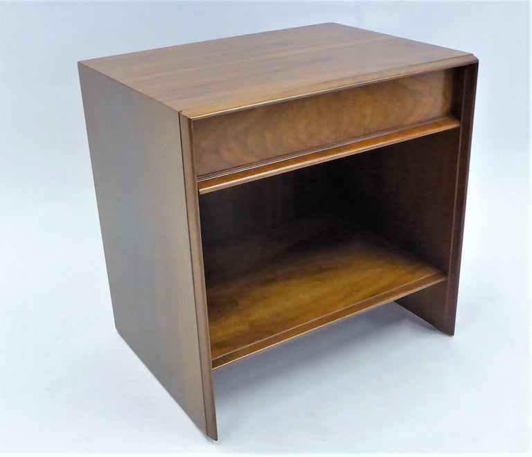 Beautifully figured black walnut highlights this Robsjohn-Gibbings bedside table or nightstand for Widdicomb. With an upper single drawer and open cubbyhole shelf below, perfect for a few favourite books. In very nice original condition, recently