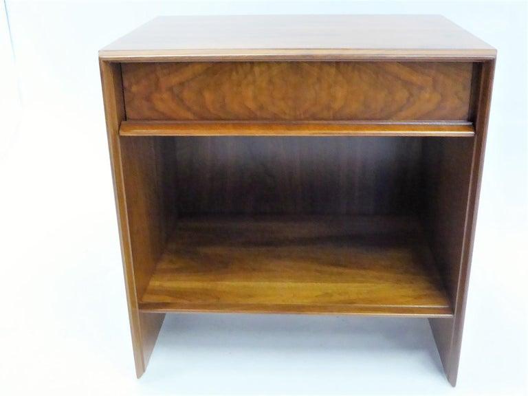Robsjohn-Gibbings Single Drawer Black Walnut Night Table for Widdicomb In Good Condition For Sale In Miami, FL