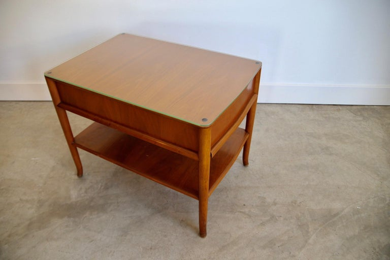 Robsjohn Gibbings Widdicomb End Table In Good Condition For Sale In St. Louis, MO