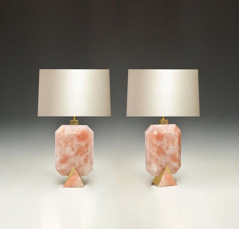 A pair of fine carved diamond form rose quartz rock crystal lamps with polish brass bases. Created by Phoenix Gallery.