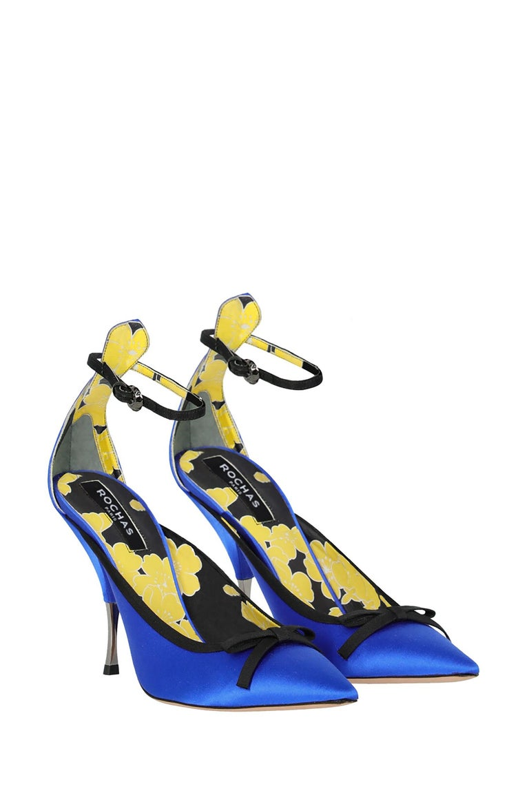 Pumps, silk, solid color, front strap, silver-tone hardware, pointed toe, branded insole, cone heel, high heel, leather lining, bow detail. Product Condition: Very Good. Sole: negligible scuffing. Embellishment: negligible loose part