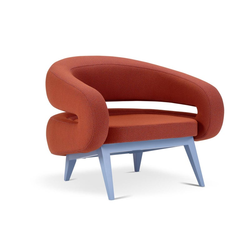 With a futuristic design, this armchair features a base made from beech wood and is available in various colors. The armchair wraps around you like a warm hug and the seat is padded with non-deformable polyurethane foam in various densities. The