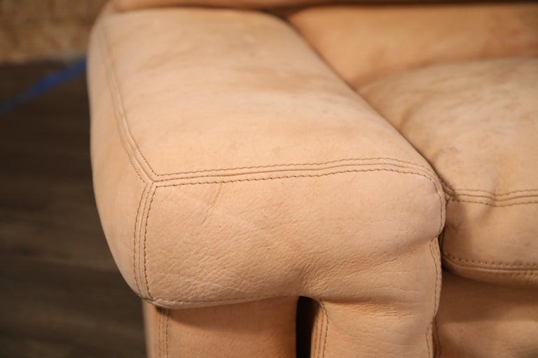 Roche Bobois Sofa and Armchair in Nude Leather with Natural Finish, circa 1980s For Sale 10