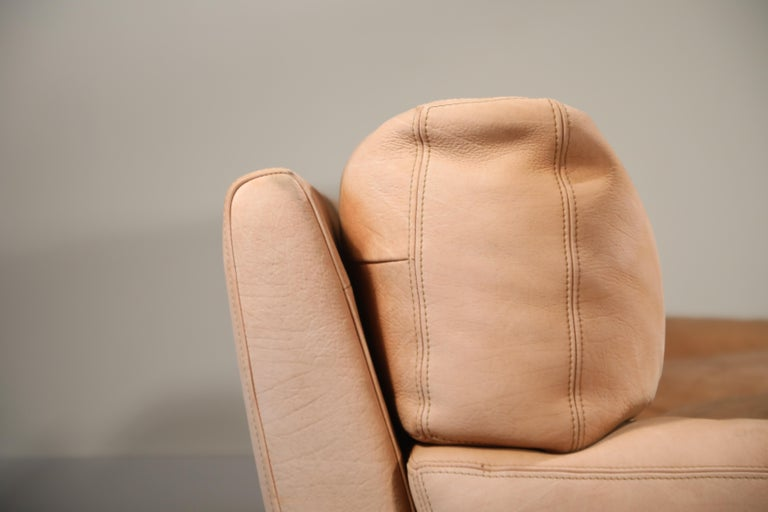 Roche Bobois Sofa and Armchair in Nude Leather with Natural Finish, circa 1980s In Good Condition For Sale In Los Angeles, CA