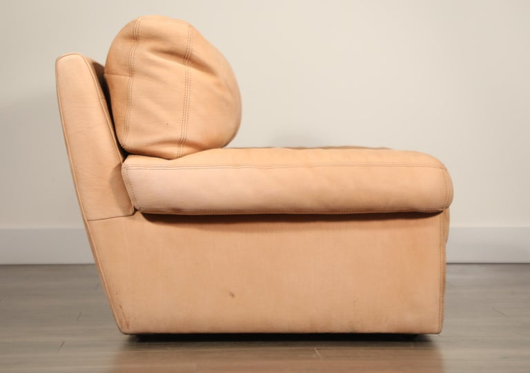 Roche Bobois Sofa and Armchair in Nude Leather with Natural Finish, circa 1980s For Sale 3