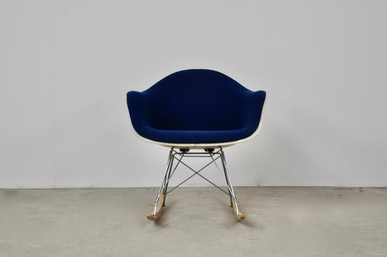Rocking Chair by Charles & Ray Eames For Herman Miller, 1960s In Good Condition For Sale In Lasne, BE