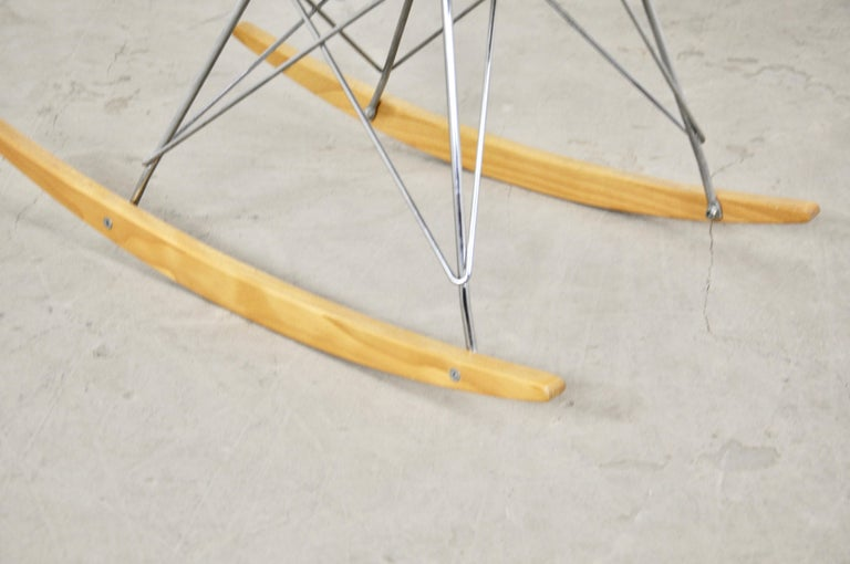 Rocking Chair by Charles & Ray Eames For Herman Miller, 1960s For Sale 1