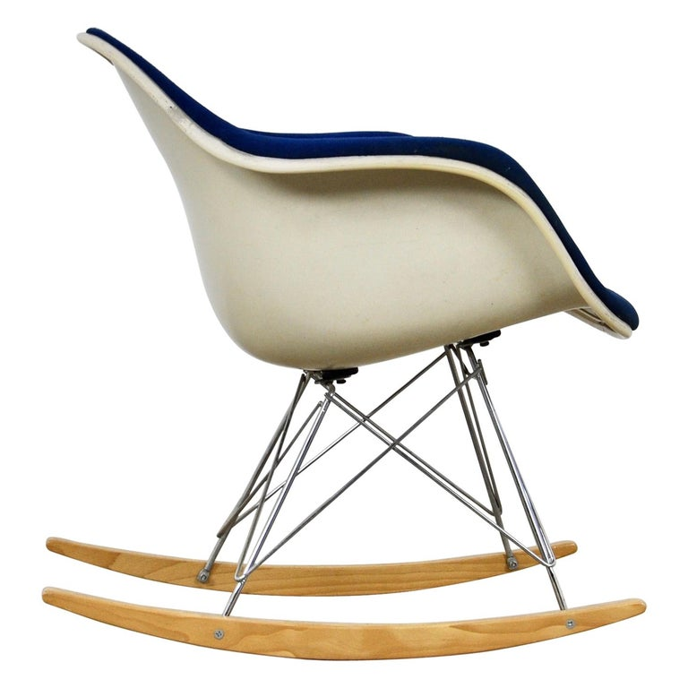 Rocking Chair by Charles & Ray Eames For Herman Miller, 1960s For Sale
