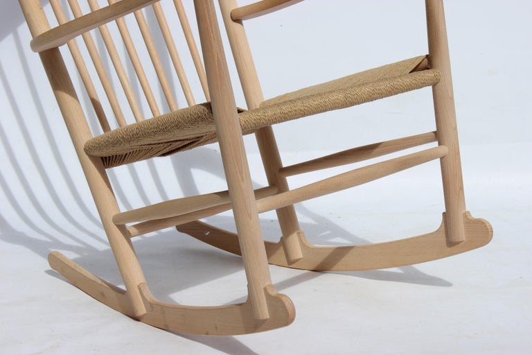Rocking Chair, Model J16, of Beech, by Hans J. Wegner and Fredericia In Good Condition For Sale In Lejre, DK