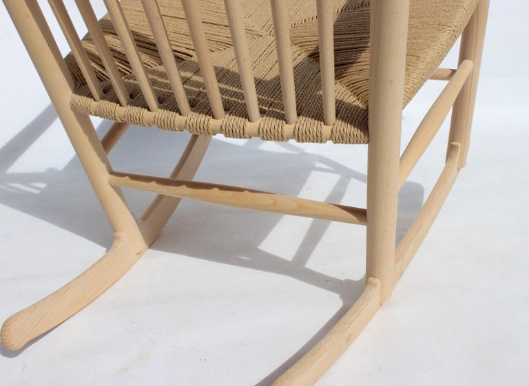 Rocking Chair, Model J16, of Beech, by Hans J. Wegner and Fredericia For Sale 2
