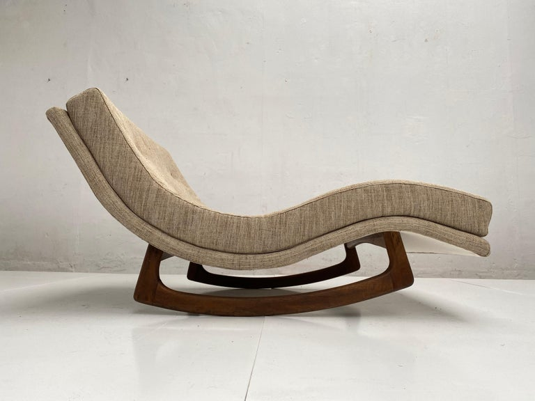 Mid-Century Modern chaise lounge designed by Adrian Pearsall for Craft Associates in the United States, circa 1960s. 