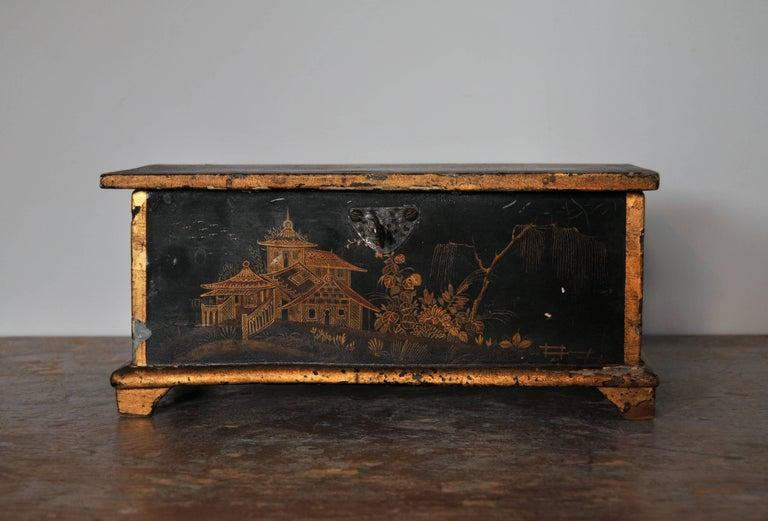Rococo Chinoiserie Box, circa 1750 For Sale 4