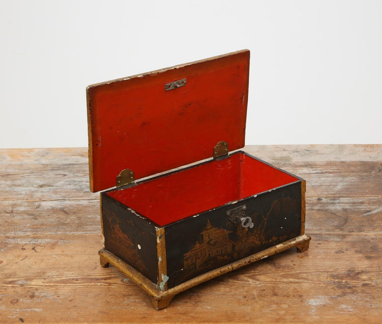 Hand-Painted Rococo Chinoiserie Box, circa 1750 For Sale