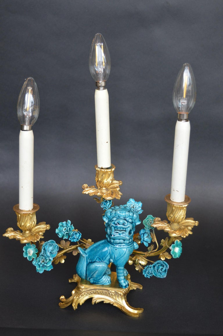 20th Century Rococo Chinosoiserie Style Three-Piece Gilt Bronze and Porcelain Clock Garniture For Sale