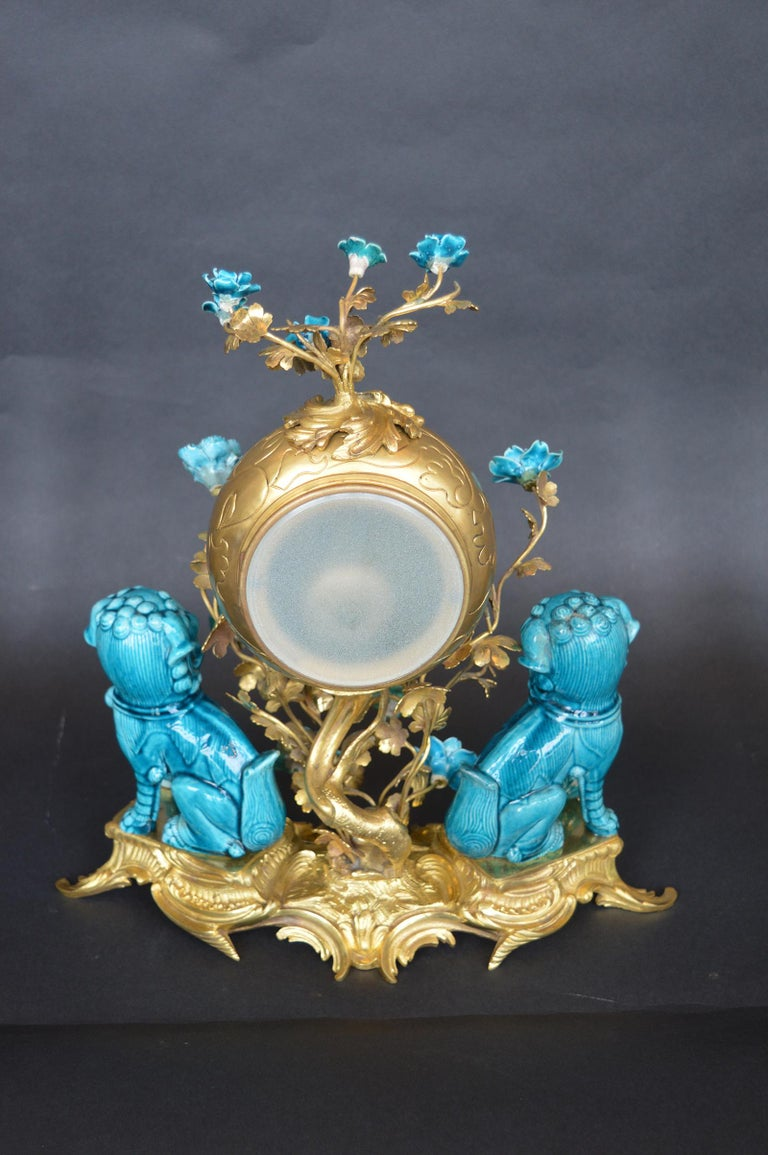 Rococo Chinosoiserie Style Three-Piece Gilt Bronze and Porcelain Clock Garniture For Sale 2