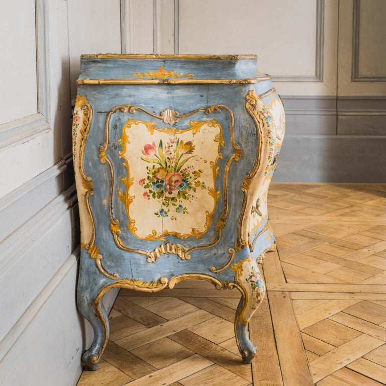 Rococo Style Hand Painted Venetian Bombe Chest of Drawers, Early 1900's In Good Condition For Sale In London, GB