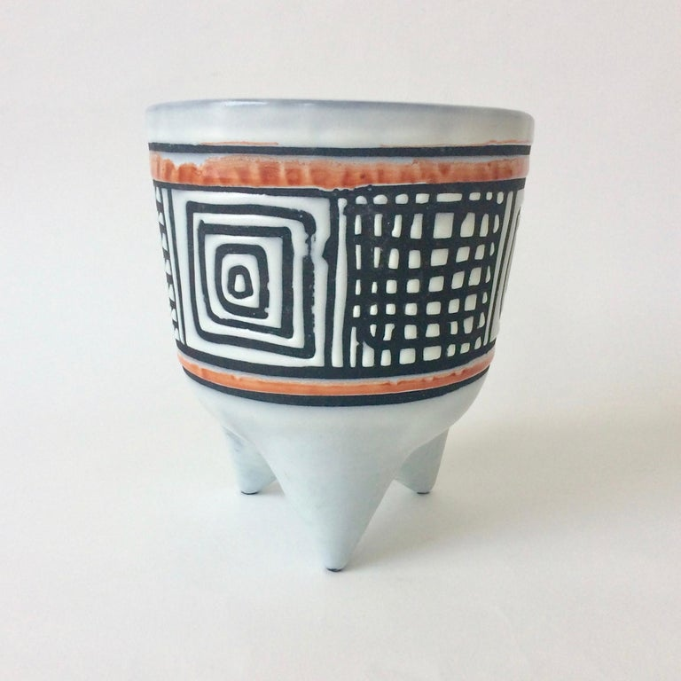 Rare version of Roger Capron Molaire vase, circa 1957, France. White glazed earthenware with black decoration. Signed underneath. Dimensions: 22 cm height, 20 cm diameter. Good original condition. We ship worldwide. Bibliography: Roger Capron