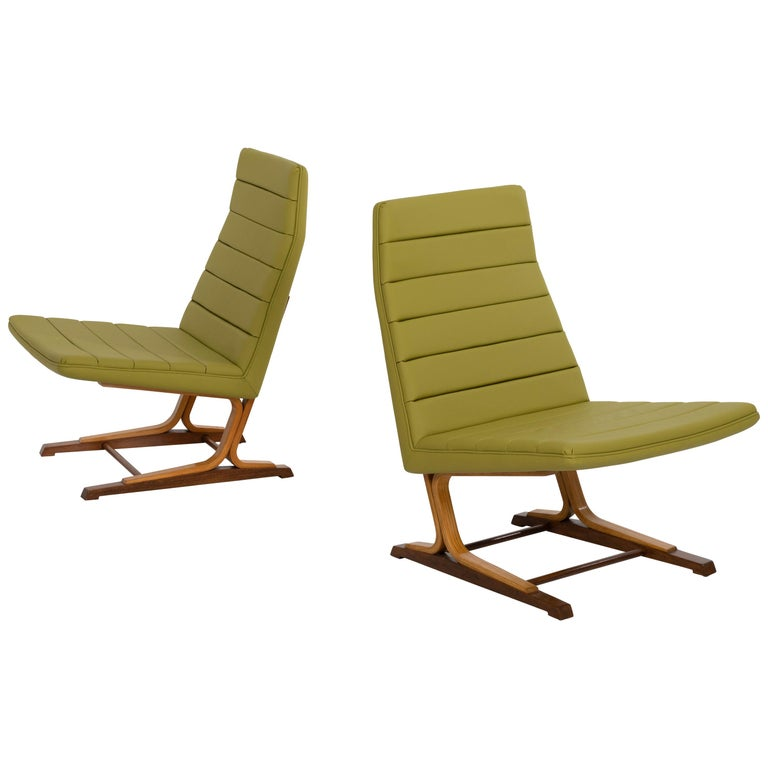 Roger Lee Sprunger for Dunbar Pair of Cantilever Lounge Chairs For Sale