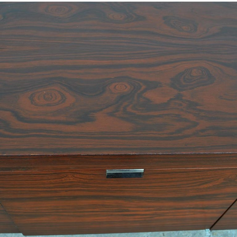 Roger Sprunger for Dunbar 6.5 ft Rosewood Chrome Credenza In Good Condition For Sale In Pasadena, TX