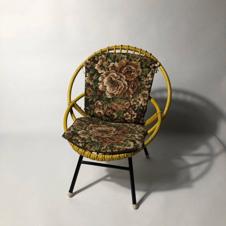 This little children's chair from manufacturer Rohé Noorwolde (Holland) is complete original good condition. Also nice for decoration or dolls seat.
