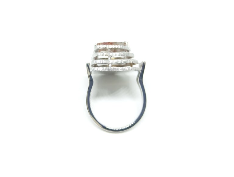 Contemporary Grey Diamond Slice One of a Kind 18 Karat White Gold Fashion Ring For Sale 1