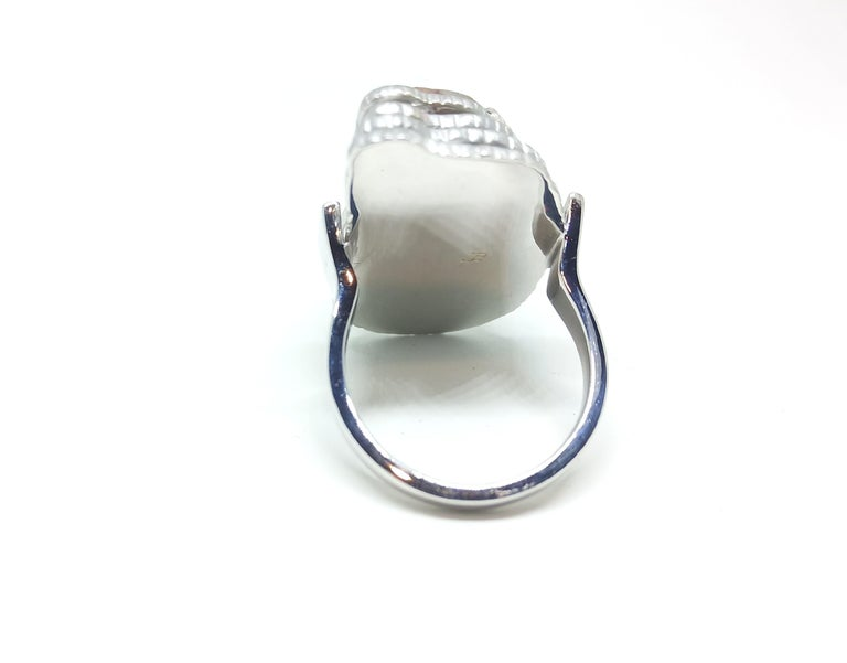 Contemporary Grey Diamond Slice One of a Kind 18 Karat White Gold Fashion Ring For Sale 2