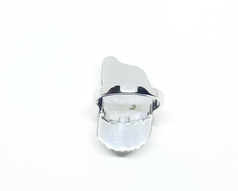 Contemporary Grey Diamond Slice One of a Kind 18 Karat White Gold Fashion Ring For Sale 3