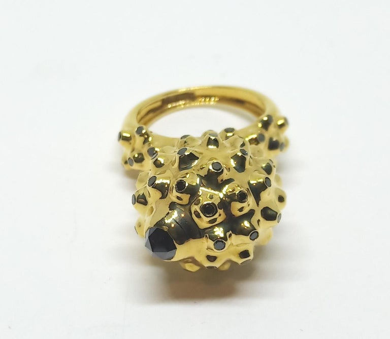 One of a Kind Round Black Diamond  18 Karat Yellow Gold Dome Ring In New Condition For Sale In NEW DELHI, IN