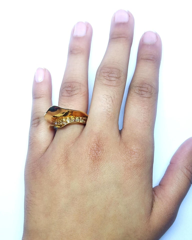 Contemporary Brown Diamond One of a Kind 18 Karat Yellow Gold Cocktail  Ring For Sale 10