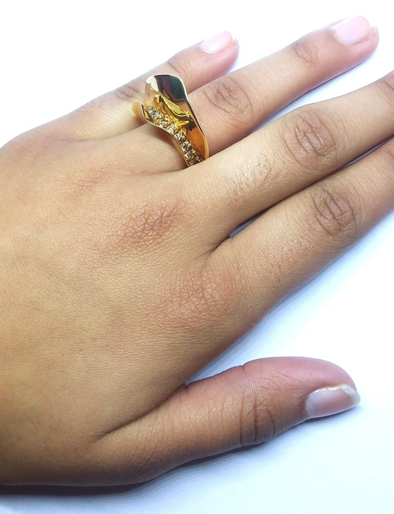 Contemporary Brown Diamond One of a Kind 18 Karat Yellow Gold Cocktail  Ring For Sale 12