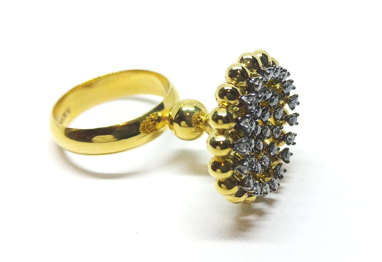 Round Cut Round White Diamond One of a Kind 18 Karat Yellow Gold Ring For Sale