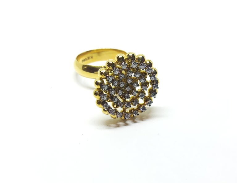 Round White Diamond One of a Kind 18 Karat Yellow Gold Ring In New Condition For Sale In NEW DELHI, IN