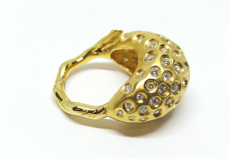 Contemporary Round White Diamond One of a Kind Yellow Gold Cocktail Ring For Sale 1