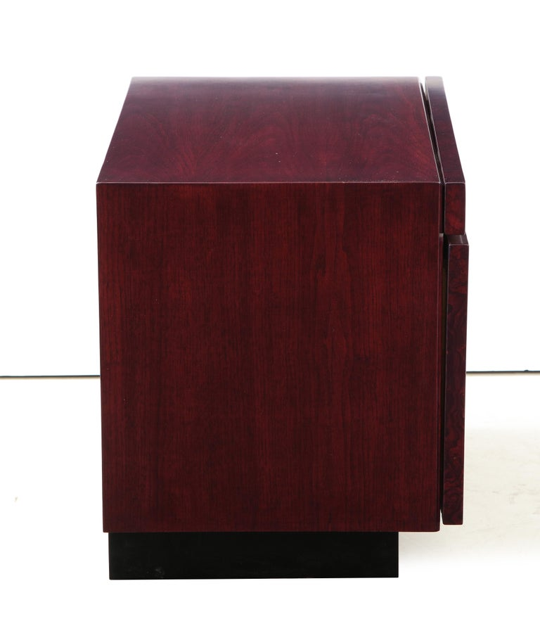 Roland Carter Red Wine Stained Burl Nightstands In Excellent Condition For Sale In New York, NY