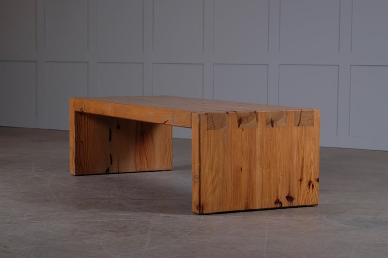 Handcrafted massive pine coffee table / bench. Designed by Roland Wilhelmsson and executed by the hand of the artist in Ågesta 1973, Sweden. Hand-signed Roland Wilhelmsson, Ågesta.