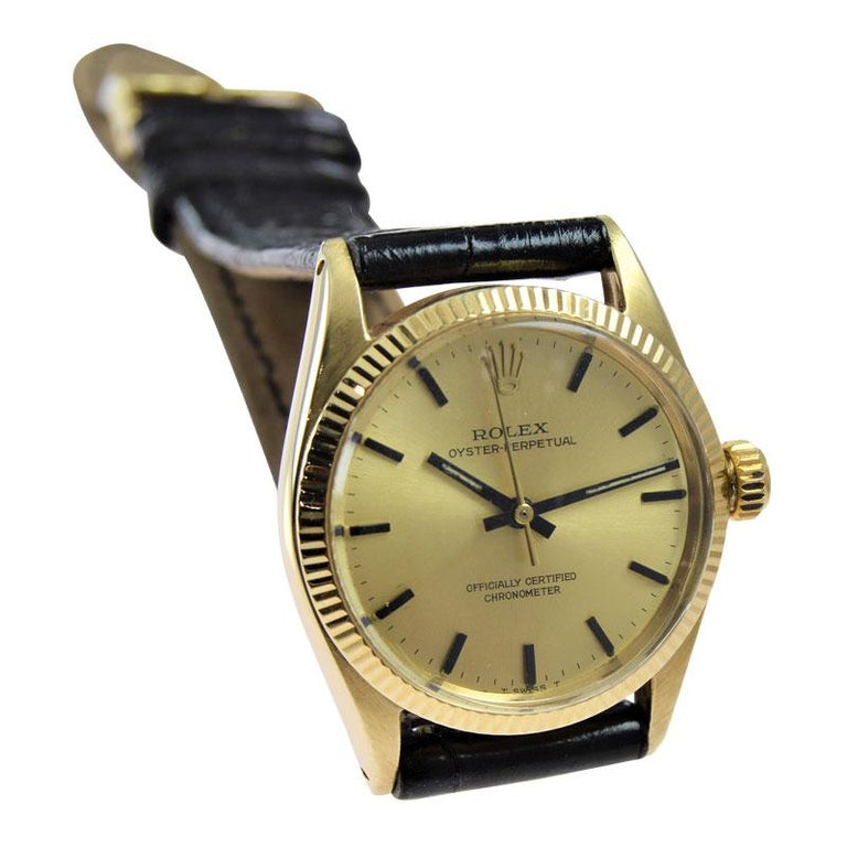Women's or Men's Rolex 14 Karat Solid Yellow Gold Midsize Oyster Perpetual from 1965 or 1966 For Sale
