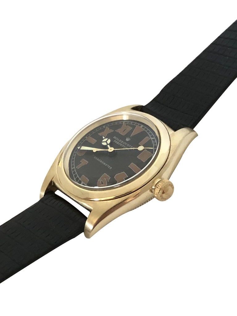 Rolex 1940s Yellow Gold Automatic Bubble Back Wristwatch In Excellent Condition For Sale In Chicago, IL
