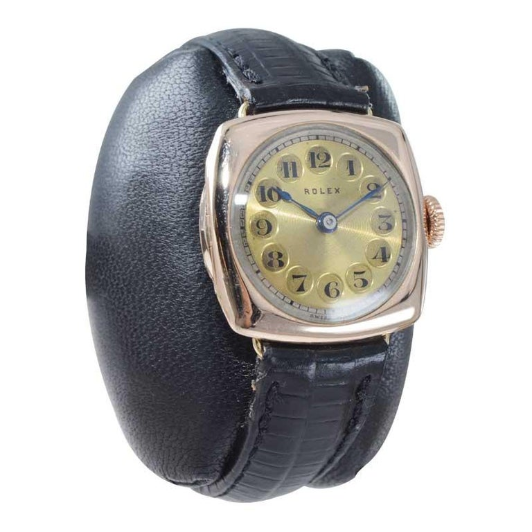 Rolex 9 Carat Gold Ladies Wristwatch circa 1915 with Original Unrestored Dial In Excellent Condition For Sale In Long Beach, CA
