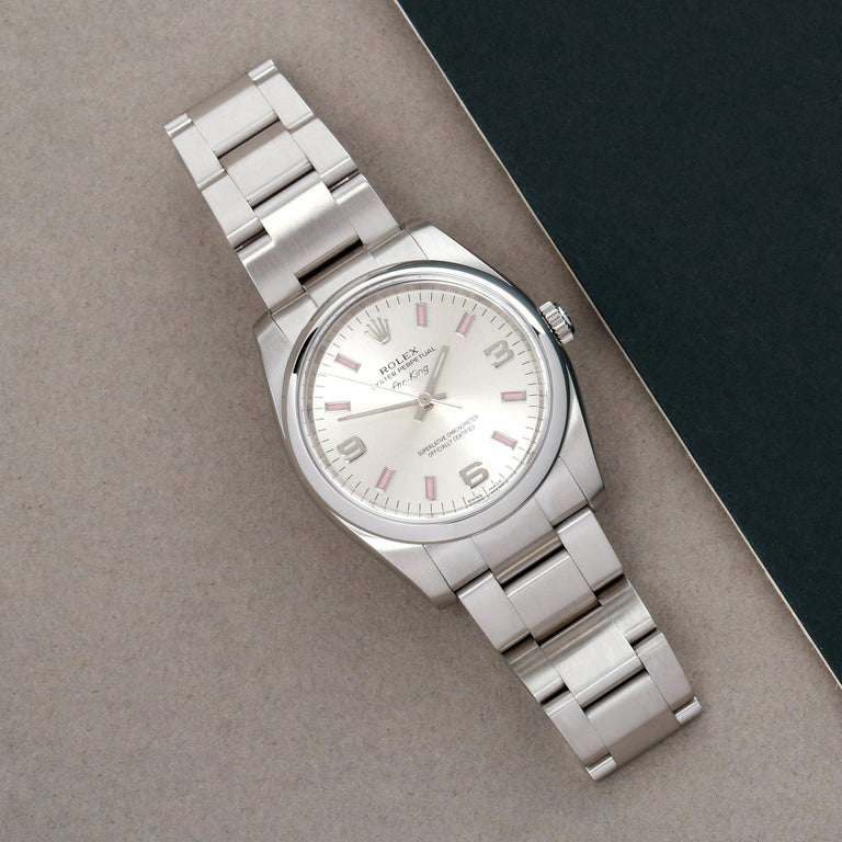 Xupes Reference: COM002720 Manufacturer: Rolex Model: Air-King Model Variant: 0 Model Number: 114200 Age: 2010 Gender: Unisex Complete With: Rolex Box, Manuals, Card Holder &  Open Guarantee  Dial: Silver Quarter Arabic  Glass: Sapphire Crystal Case