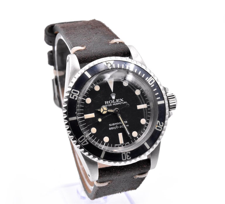 Movement: automatic 1520 movement Function: hours, minutes, seconds, date Case: round 40mm stainless-steel case, sapphire crystal, stainless steel bezel with black insert, screw-down crown, waterproof to 200 meters Band: brown leather strap Dial: