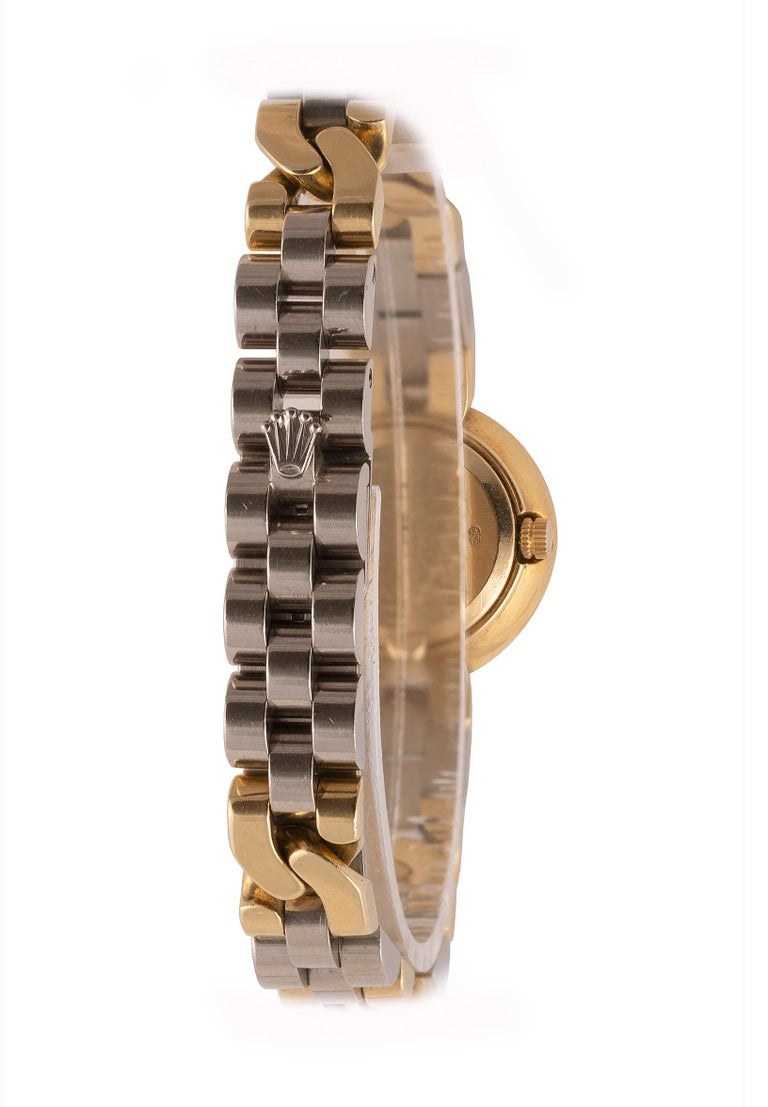 Ladies' wristwatch in 18k gold. Back snap closure. Mirror dial with diamond markers. Quartz movement. Two-tone 18k gold bracelet with double folding clasp. Ref. 2294. No. L346936 Diam. 21.5 mm - Gross weight. 75.2 g