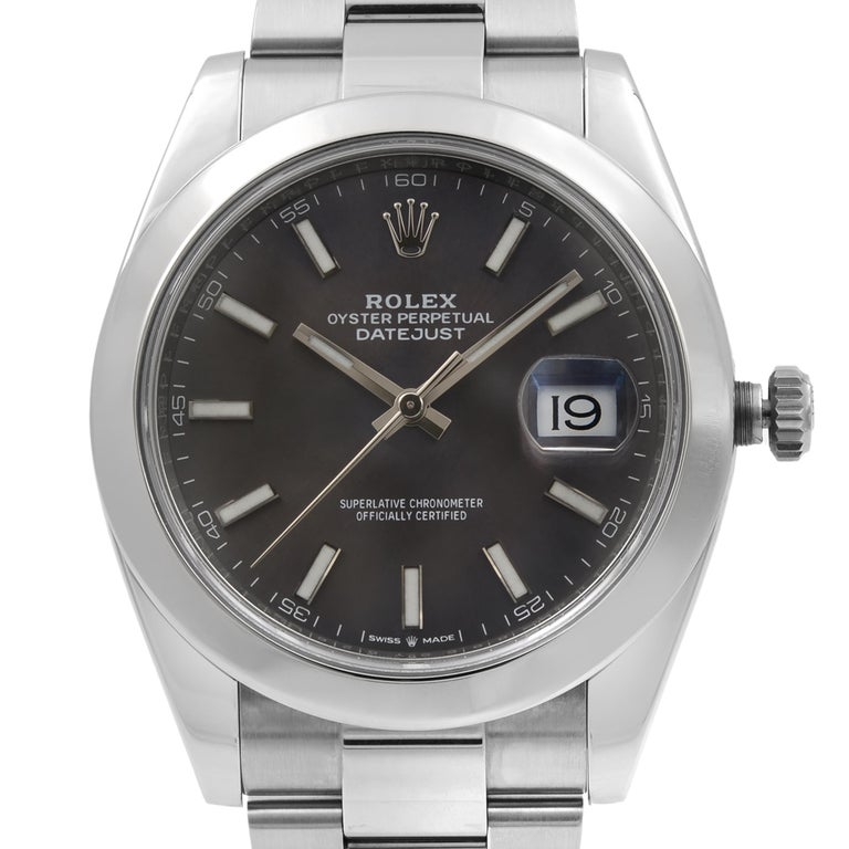 This pre-owned Rolex Datejust 41 126300 is a beautiful men's timepiece that is powered by mechanical (automatic) movement which is cased in a stainless steel case. It has a round shape face, date indicator dial and has hand sticks style markers. It