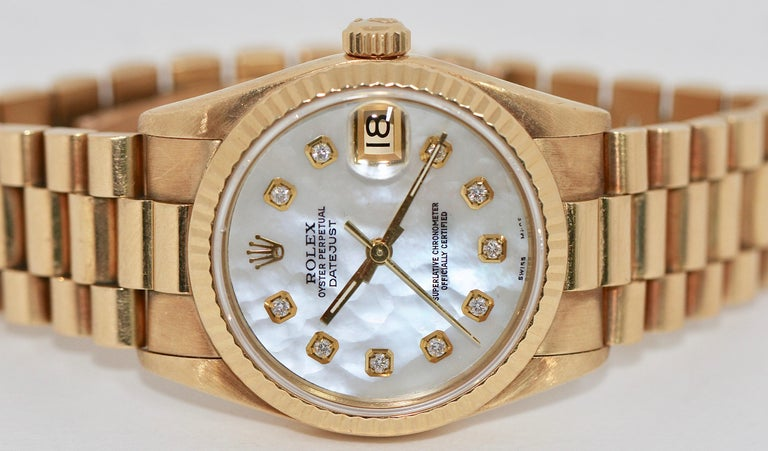Rolex Datejust Mother of Pearl and Diamonds, 68278 Midsize 18 Karat Gold Ladies In Good Condition For Sale In Berlin, DE