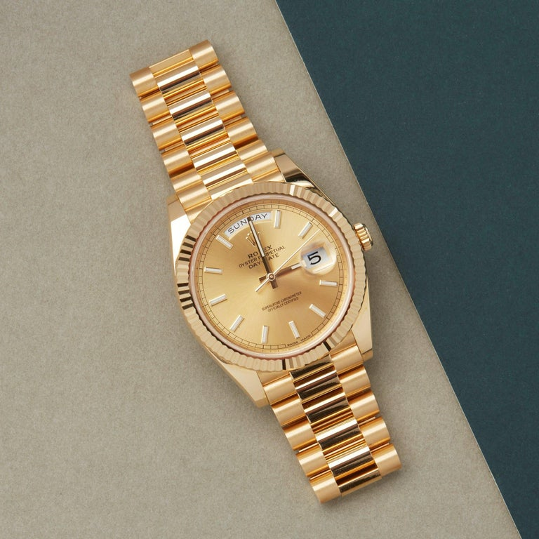 Xupes Reference: COM002670 Manufacturer: Rolex Model: Day-Date 40 Model Variant: 0 Model Number: 228238 Age: 26-06-2016 Gender: Men Complete With: Rolex Box, Manuals, Guarantee, Hand Tag, Card Holder & Guarantee Card  Dial: Gold/Champagne