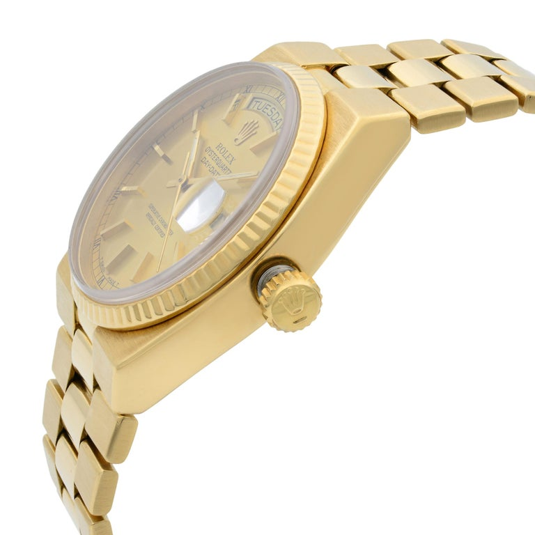 Rolex Day-Date Oysterquartz President 18k Gold Champagne Dial Men's Watch 19018 In Good Condition For Sale In New York, NY