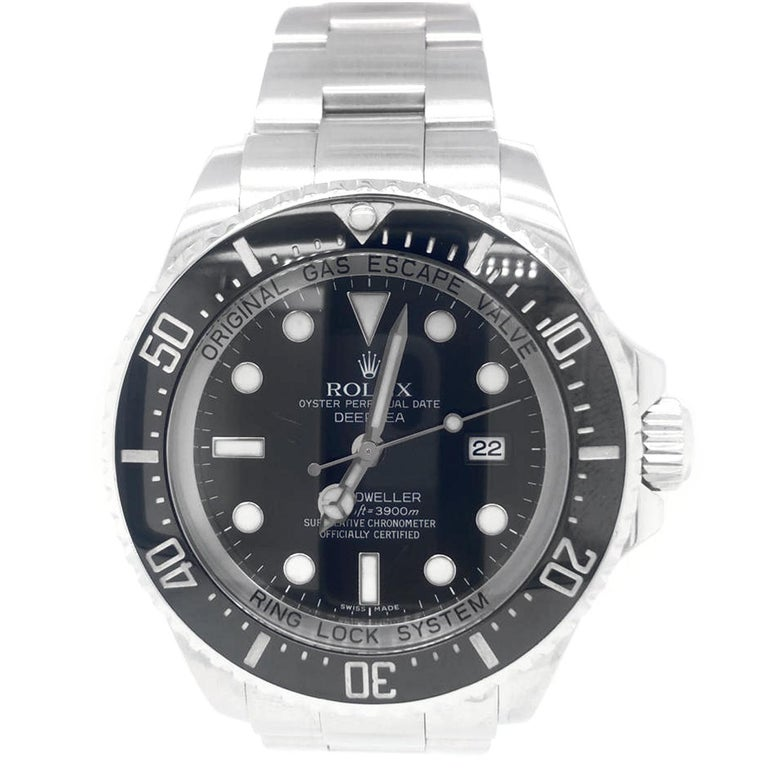 Rolex perfectly responded to in 2008 with the Rolex Sea-Dweller Deepsea 116660, which was designed as an update to the Sea-Dweller. When the watch was presented at Baselworld 2008, it quickly became the star of the show and polarized the fan